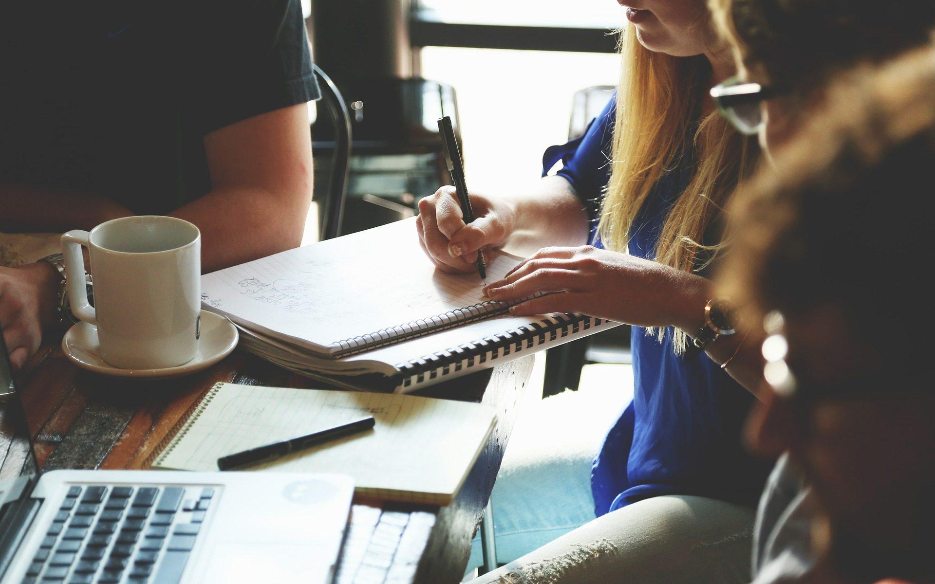 Bureau et réunion d'organisation